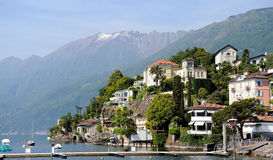 Vista della città italiana della Svizzera Ascona fotografia stock
