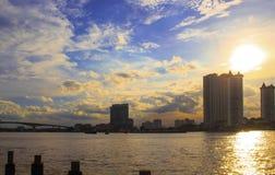 Vista della città lungo Chao Phraya River Immagine Stock