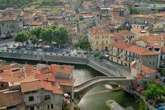 Vista della città medioevale in Italia Immagini Stock