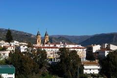 Vista della città, Orgiva, Andalusia, Spagna. Fotografia Stock