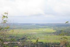 Vista della città rurale dalla cabina di funivia Immagini Stock Libere da Diritti