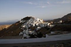 Vista della cittadina con le montagne Fotografia Stock