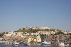 Vista della cittadina del ofl del porticciolo sull'isola Italia Immagine Stock