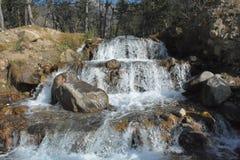 Vista della corrente dell'acqua - Naran pakistan Fotografia Stock