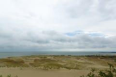Vista della costa dalla montagna Immagine Stock