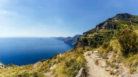 Vista della costa di Amalfi dal percorso dei immagini stock libere da diritti