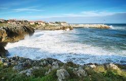 Vista della costa di Llanes immagini stock