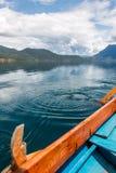 Vista della costa di Lugu del lago dalla barca Fotografia Stock