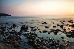 Vista della costa rocciosa Immagini Stock