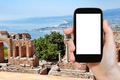 Vista della costa rovinata di Teatro Greco e di Mar Ionio Fotografia Stock