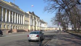 Vista della costruzione della corte costituzionale della Russia un giorno di Sunny April St Petersburg archivi video