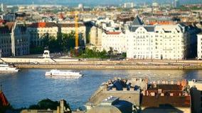 Vista della costruzione del Parlamento e del Danubio, Budapest, Ungheria stock footage