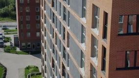 Vista della costruzione di appartamento stock footage