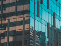 Vista della costruzione e del cielo del grattacielo Fotografia Stock Libera da Diritti