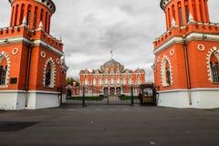 Vista della costruzione principale dall'entrata principale nel palazzo complesso di Petroff, Mosca, Russia Fotografie Stock