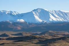 Vista della cresta delle montagne di Altai, Siberia ad ovest di Chuya Immagini Stock