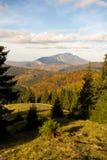 Vista della cresta della montagna di Postavaru nella stagione di autunno immagini stock libere da diritti