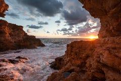 Vista della Crimea Fiolent dalla caverna Immagine Stock