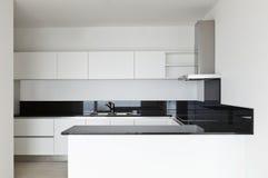 Vista della cucina bianca Fotografie Stock