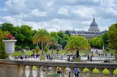 Vista della cupola del panteon dai giardini del Lussemburgo Fotografia Stock Libera da Diritti