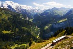 Vista della ferrovia di dente di Schynige Platte in Svizzera Fotografie Stock