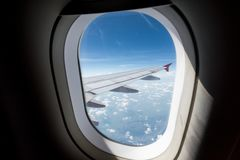 Vista della finestra dell'aeroplano fotografie stock libere da diritti