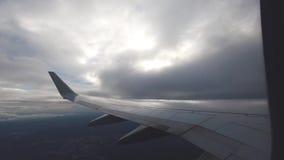 Vista della finestra dell'aeroplano Viaggio dell'aria stock footage