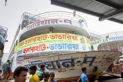 Vista della fonte del vapore di sistemi MV Ovijan-7 al terminale del traghetto di Sadarghat nel fiume in Dacca, Bangladesh di Bur Fotografia Stock Libera da Diritti