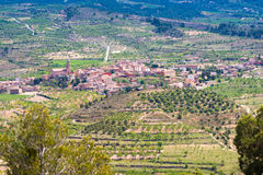 Vista della foresta e della città nella provincia della Catalogna, Spagna Vista superiore Immagini Stock Libere da Diritti