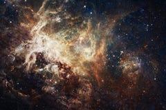 Vista della galassia con la nebulosa Elementi di questa immagine ammobiliati dalla NASA immagini stock libere da diritti