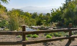 Vista della Giordania dal giardino botanico di Eilat fotografie stock libere da diritti