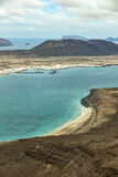 Vista della La Graciosa dell'isola con la città Caleta de Sebo Fotografia Stock Libera da Diritti