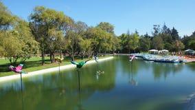 Vista della laguna nella La Carolina Park nel Nord della città di Quito Immagini Stock