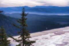 Vista della linea costiera dalla costa dell'Oregon dell'allerta del capo Fotografie Stock