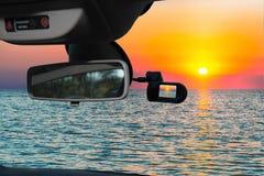 Vista della macchina fotografica dell'automobile del tramonto scenico sul mar Mediterraneo fotografia stock