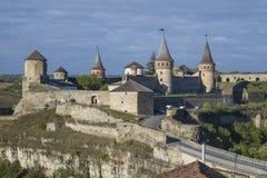Vista della maggior parte didi Zamkowy e del castello di Kamianets-Podilskyi in Ucraina occidentale Immagini Stock Libere da Diritti