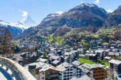 Vista della montagna del Cervino e di Zermatt in Svizzera Fotografie Stock