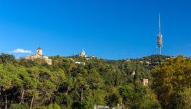 Vista della montagna di Tibidabo a Barcellona, Spagna Immagine Stock