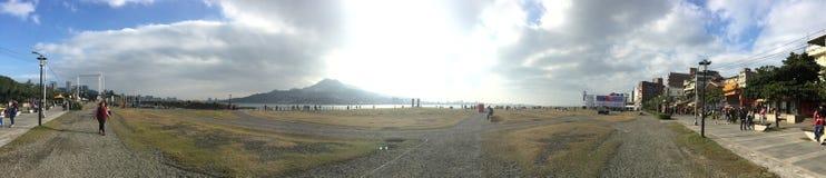 Vista della montagna e del mare di Tamsui fotografia stock libera da diritti