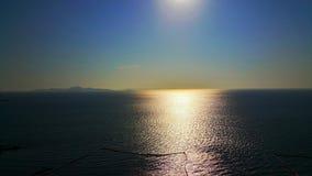 Vista della montagna e di oceano di tramonto Immagini Stock Libere da Diritti