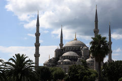 Vista della moschea blu sui precedenti del cielo Immagini Stock Libere da Diritti
