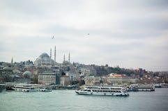 Vista della moschea di Bosphorus e del lato asiatico fotografia stock