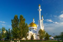 Vista della moschea diNur-Astana fotografie stock libere da diritti