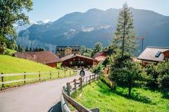 Vista della natura del villaggio e delle alpi di Wengen in Svizzera Fotografia Stock
