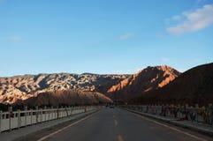 Vista della natura della montagna e del cielo blu Fotografie Stock Libere da Diritti