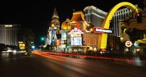 Vista della notte Las Vegas vicino al casinò Royale Fotografie Stock Libere da Diritti
