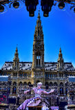Vista della palla di vita alla statua davanti al comune a Vienna, Austr Immagine Stock Libera da Diritti