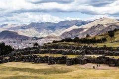 Vista della parete di Sacsayhuaman, in Cuzco, il Perù. Fotografia Stock
