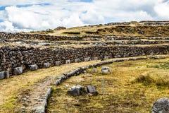 Vista della parete di Sacsayhuaman, in Cuzco, il Perù. Immagini Stock