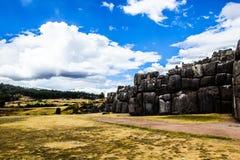 Vista della parete di Sacsayhuaman, in Cuzco, il Perù. Immagine Stock